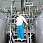 Выработка сырного зерна происходит всыроизготовителях ertsch. Вэтих аппаратах выполняется целый ряд закрытых отпосторонних глаз операций