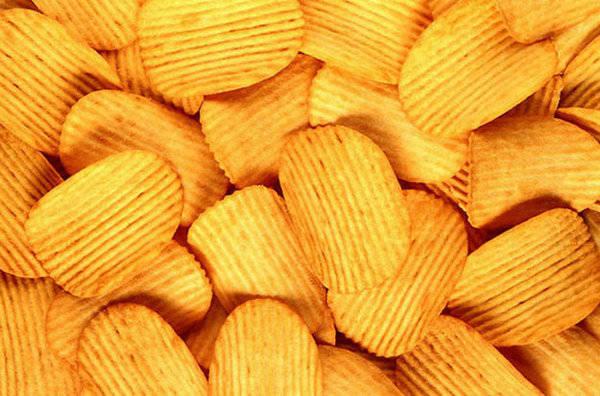 популярные блюда, чипсы, салат Цезарь, булочка с изюмом, фруктовый лед, кукурузные хлопья