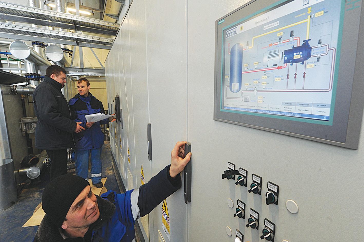 Технология рассчитана на переработку 600 тонн молока в смену.  Аммиачная установка работает на одну температуру...